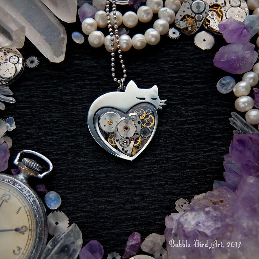 perhiasan dari barang bekas
