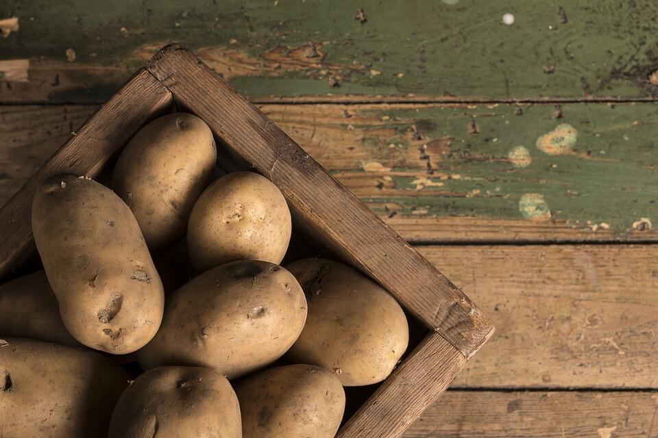 10 Makanan yang Sebaiknya Tidak Disimpan di Dalam Kulkas kentang