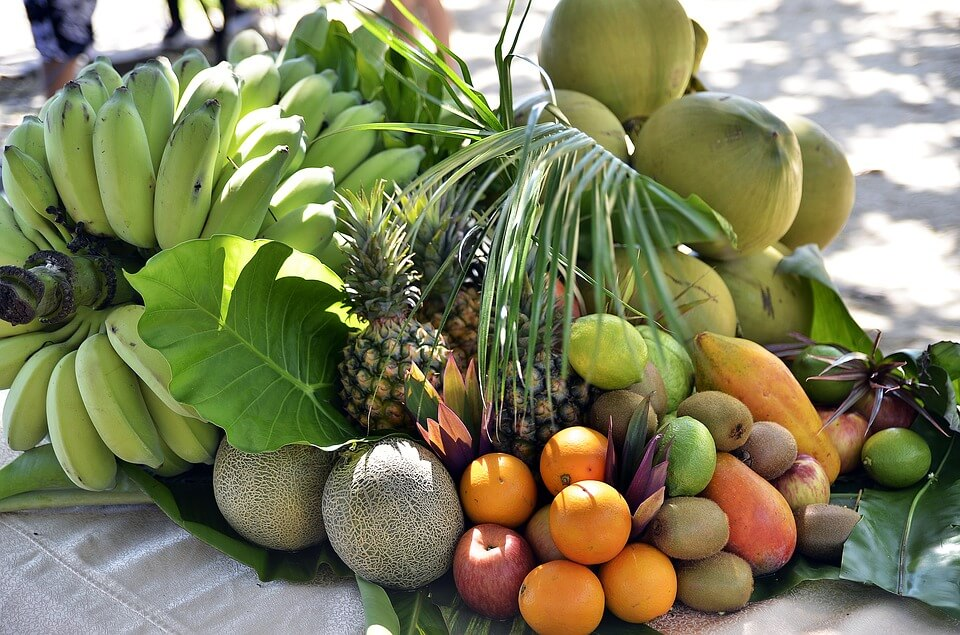 10 Makanan yang Sebaiknya Tidak Disimpan di Dalam Kulkas buah-buahan tropis