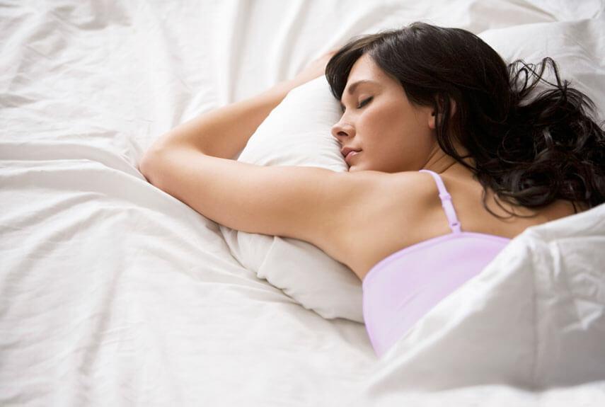 Hindari Kebiasaan Buruk Sebelum Tidur Ini Agar Rambut Tak Rusak-e