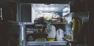 10 Makanan yang Sebaiknya Tidak Disimpan di Dalam Kulkas