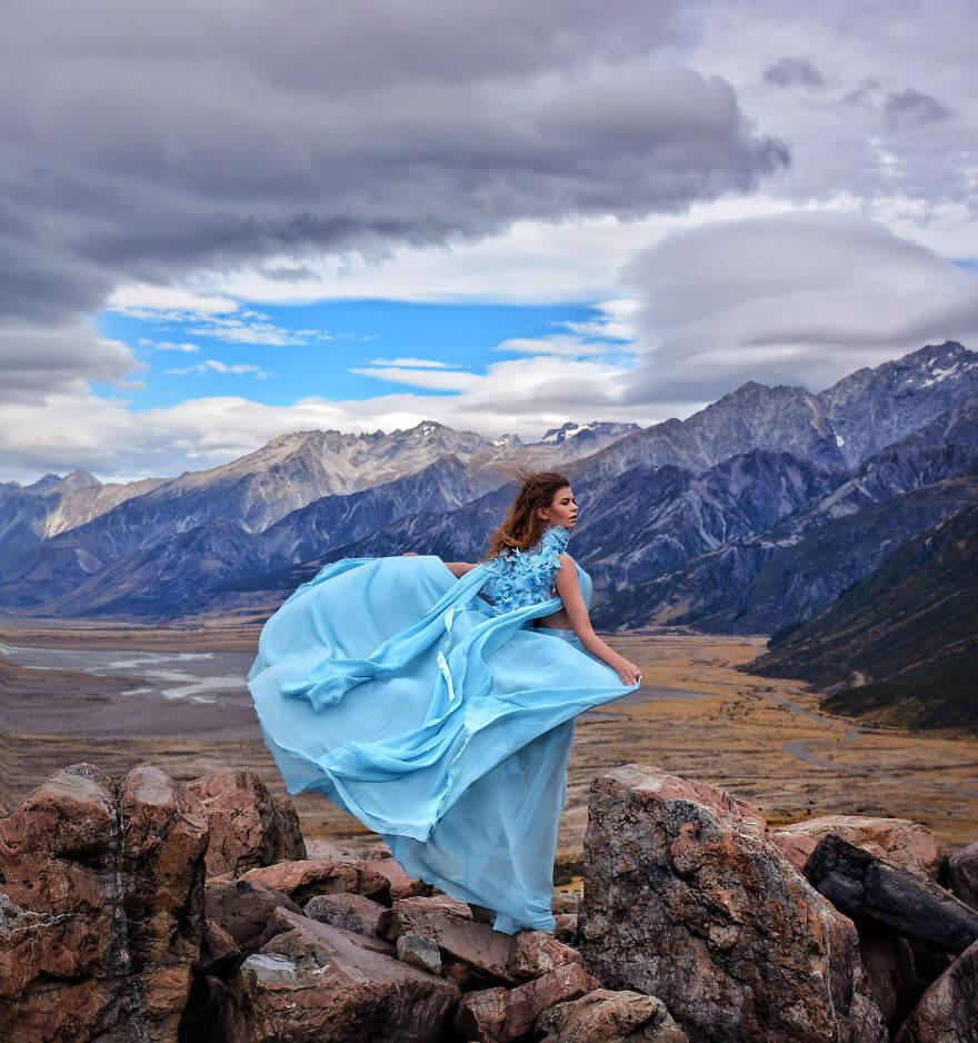 #MyDressStories: Perpaduan Keindahan Gaun dan Pemandangan Negara yang Dikunjungi
