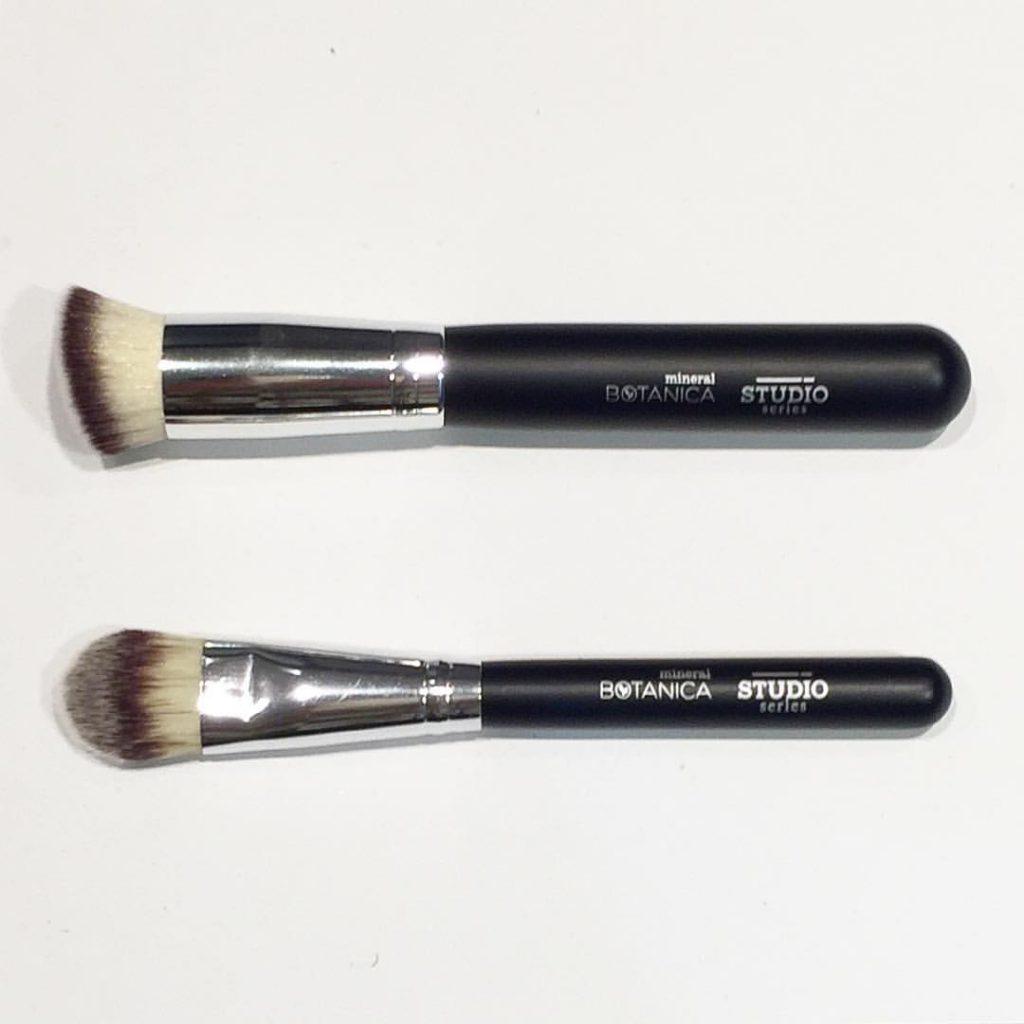3 Pilihan Brush Set Lokal Yang Terjangkau Untuk Pemula Meramuda Kuas Lembut Make Up Bb Cream Foundation Atas Bawa