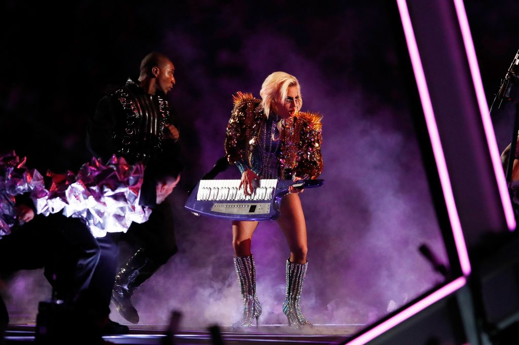 fashion-kostumnya-lady-gaga-di-super-bowl-a