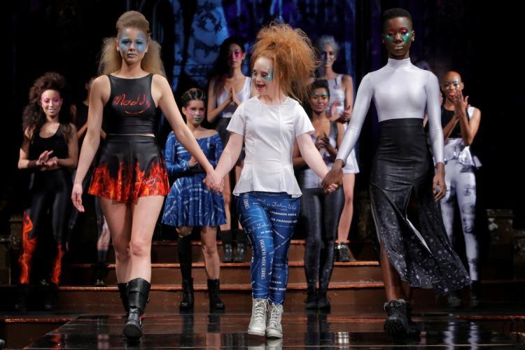 model-dengan-down-syndrome-ini-baru-meluncurkan-label-pakaian-sendiri-b-jpg