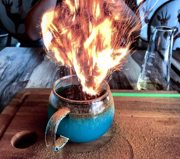 restoran-unik-bertema-harry-potter-dengan-suguhan-goblet-of-fire-asli-b