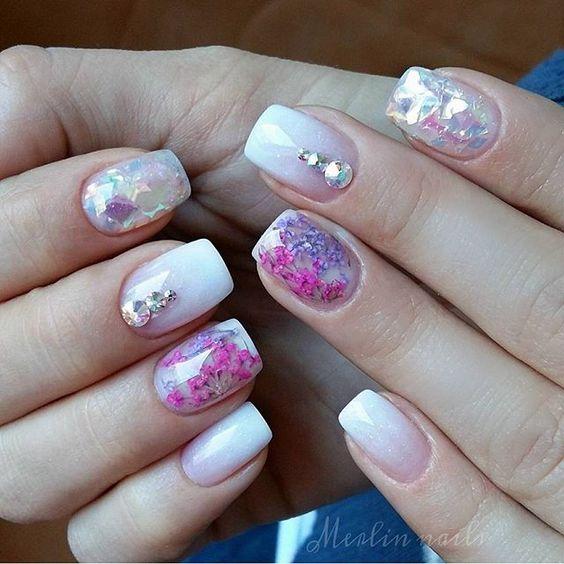 Nail Art Bunga: Pressed Flower Nails: Bunga-bunga Bermekaran Di Kukumu