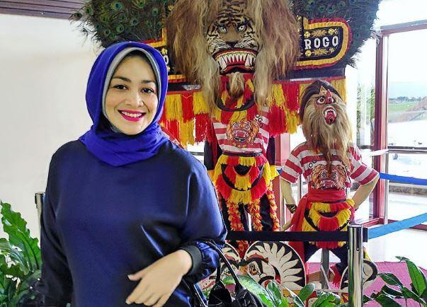Tips Diet Sehat Ala Dewi Huges yg Pangkas Bobot Sampai