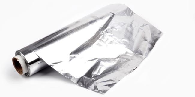 bersihkan alat dapur dengan aluminium foil