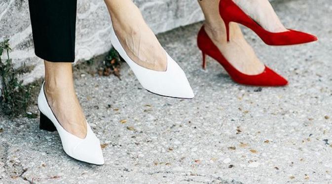 memilih sepatu tampak lebih muda