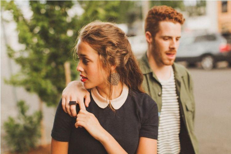 Sekilas Terkesan Romantis, Tapi 5 Hal Ini Bisa Jadi Tanda Berbahaya dalam Hubungan