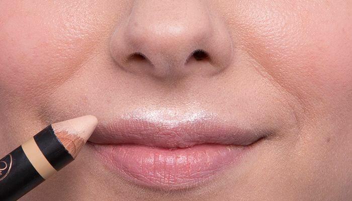 Tips Anti Bibir Kering dan Pecah-Pecah Meski Pakai Lipstik Matte Seharian
