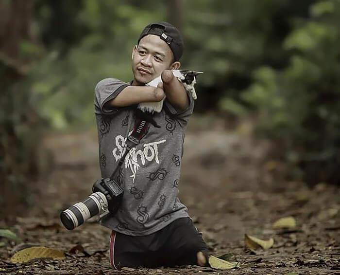 Achmad Zulkarnain: Fotografer yang Memotret dengan Mulutnya