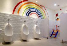Dengan Mural, Toilet Anak Ini Berubah Menjadi Lebih Ceria dan Menyegarkan Mata!