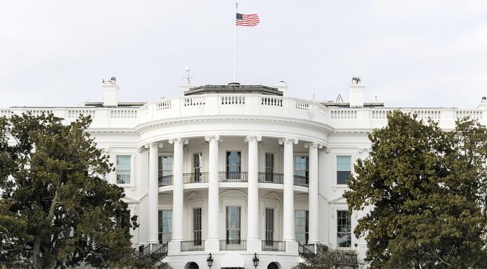 White House Berubah Menjadi Pink di Awal Oktober