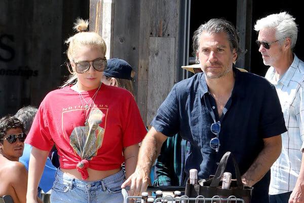 Lady Gaga Dikabarkan Telah Bertunangan