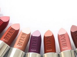 Bosan dengan Lipcream? Kylie Jenner Tawarkan Produk Lipstik Tradisional