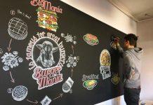 Pemuda Ini Atasi Depresi dengan Kreasi Seni di Atas Blackboard