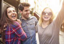 Tips Ketika Punya Gebetan Yang Sama Dengan Sahabat