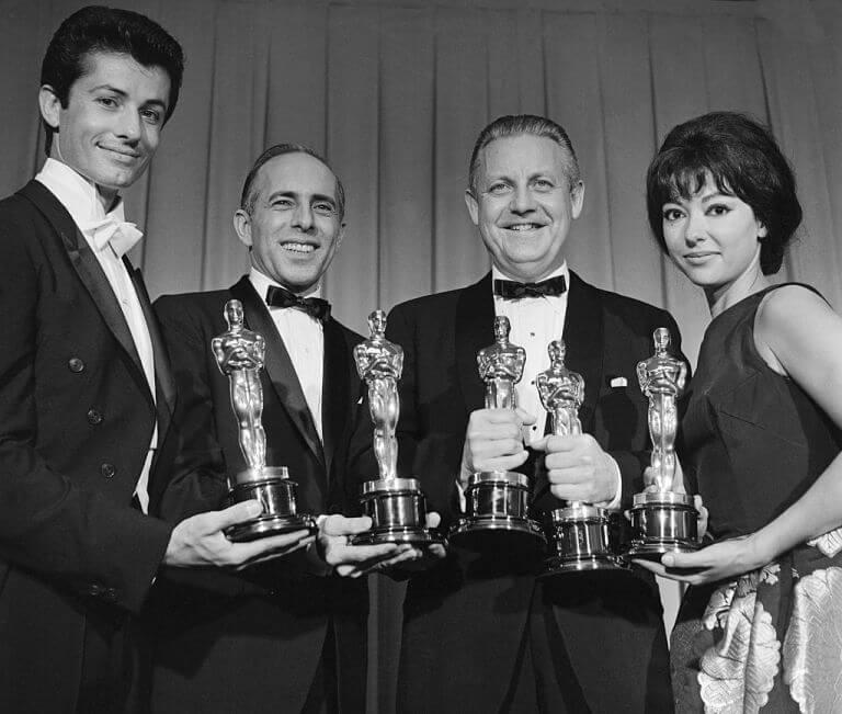 Bernostalgia, Rita Moreno Kenakan Kembali Gaun Oscar Tahun 1962