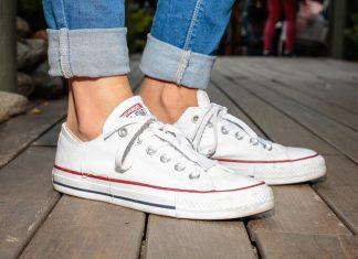 Trik Cerdas Bersihkan Sneaker Putih Seperti Baru