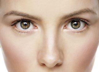 Tips Menghilangkan Lingkar Mata Hitam ala Chrissy Teigen dan Jessica Alba