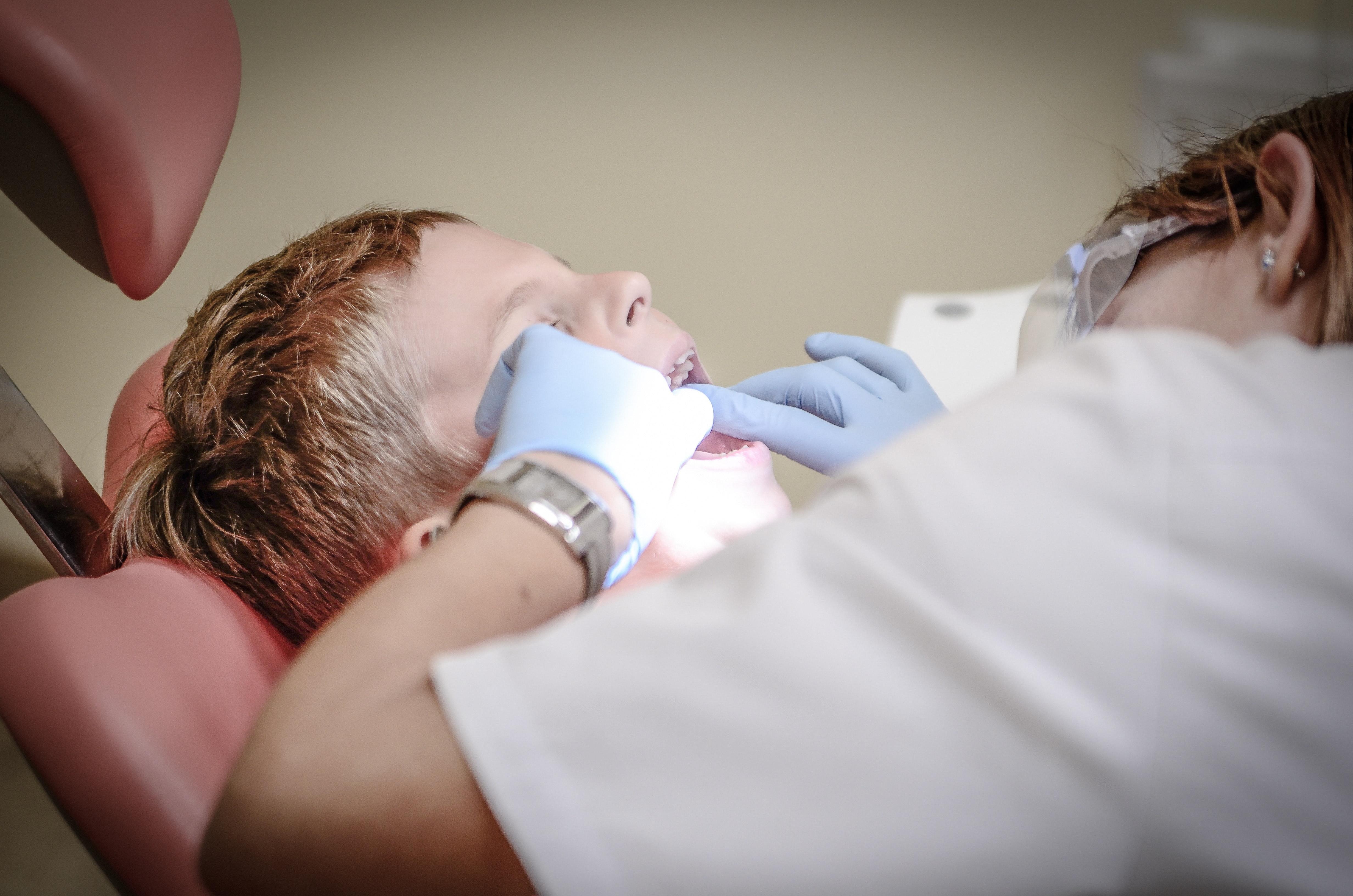 4 Cara Menjaga Gigi Putih dan Sehat