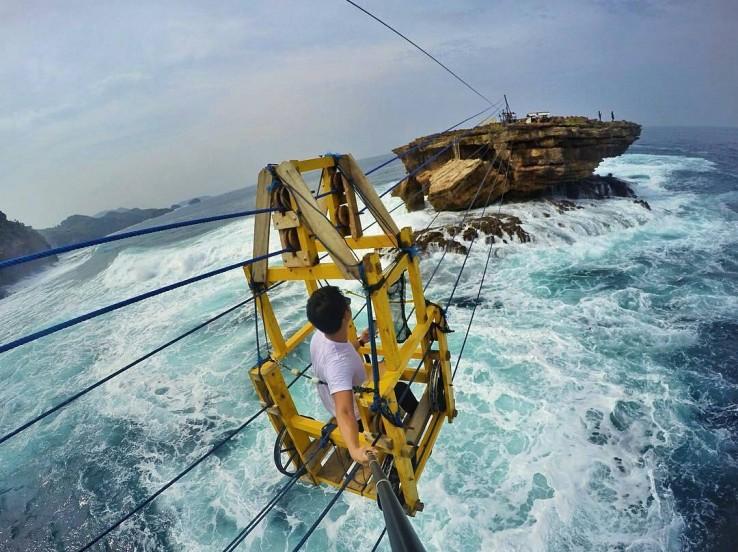 Pantai Timang Tawarkan Wisata Ekstrim Nan Mempesona