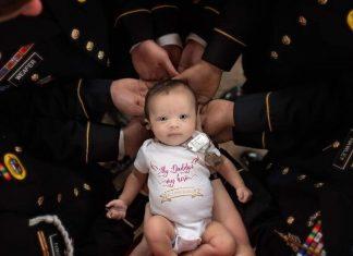 Ada Kisah Sedih Dibalik Foto Bayi dengan Banyak Prajurit Ini
