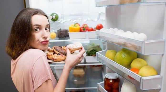 Tekan Keinginan Makan Berlebihan Saat Emosi dengan Tips Berikut