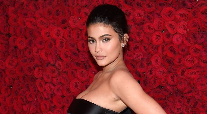 Kylie Jenner Berhenti Menggunakan Lip Fillers?