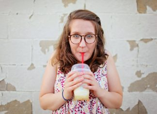 Starbucks Hentikan Penggunaan Sedotan Berbahan Plastik di Tokonya