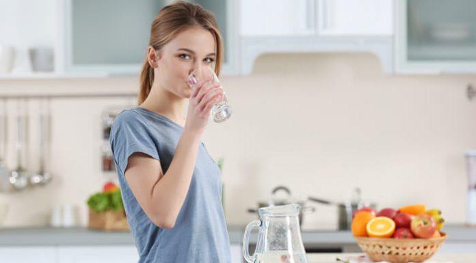 Terlalu Banyak Minum Air putih Juga Berbahaya Lho, Berikut Dampaknya