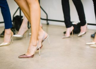 12 Padu Padan Jeans dan Heels untuk Inspirasi OOTD