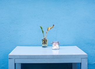 9 Padu Padan Warna yang Cocok dengan Dekorasi Biru di Dalam Rumah