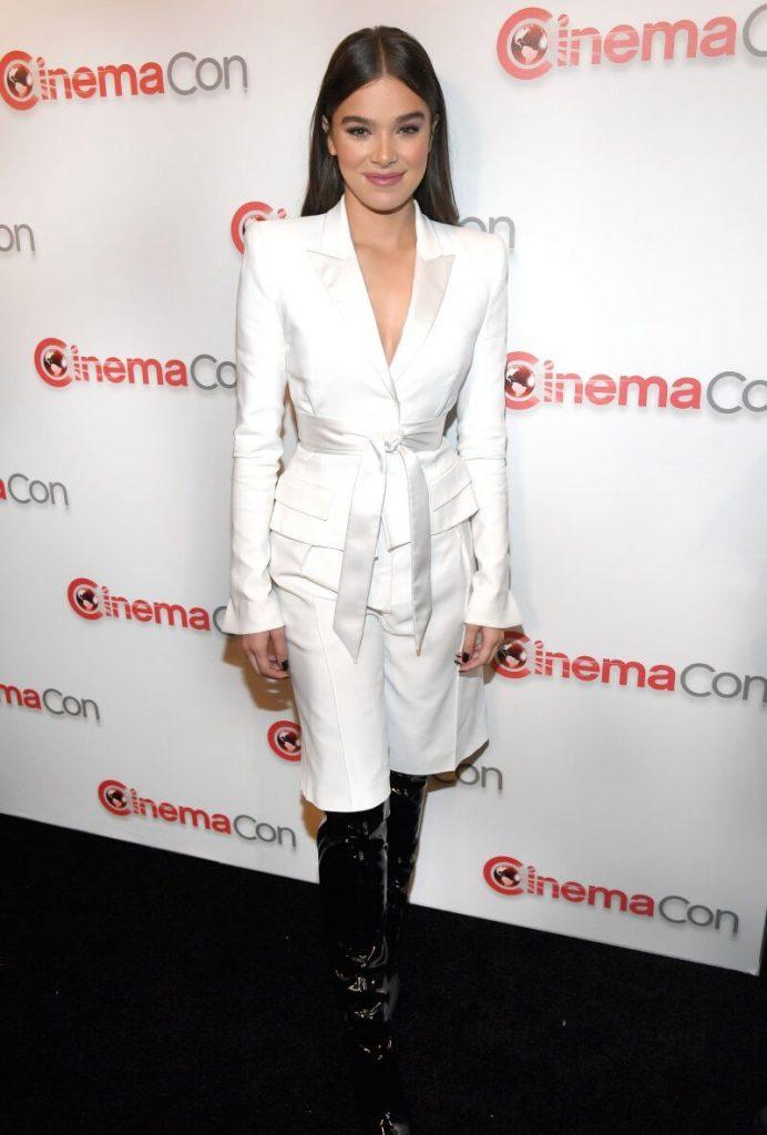 Inspirasi Woman in Suit dari Selebriti Hollywood