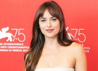 gaya rambut poni dakota johnson