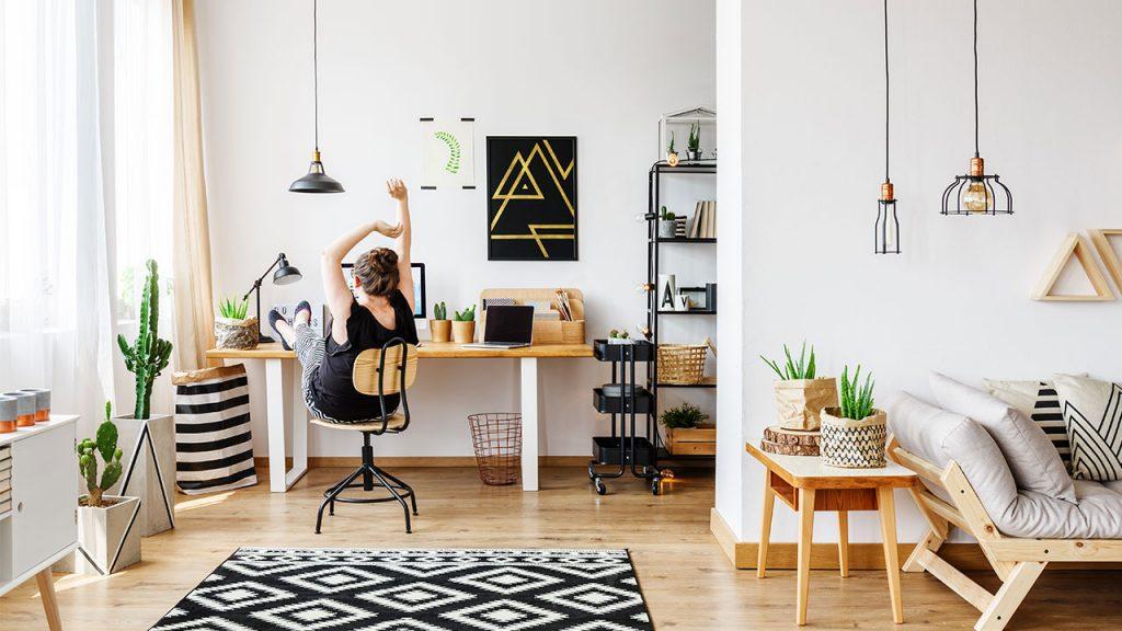 Bekerja dari Rumah? Jaga Kesehatan Tubuh dan Mental dengan Tips Ini