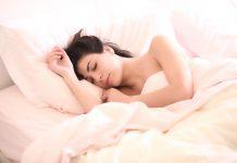 Sering sulit tidur, Ladies? Cobain 3 cara sederhana ini supaya kamu bisa tidur lebih cepat dan juga mendapatkan tidur yang lebih berkualitas!
