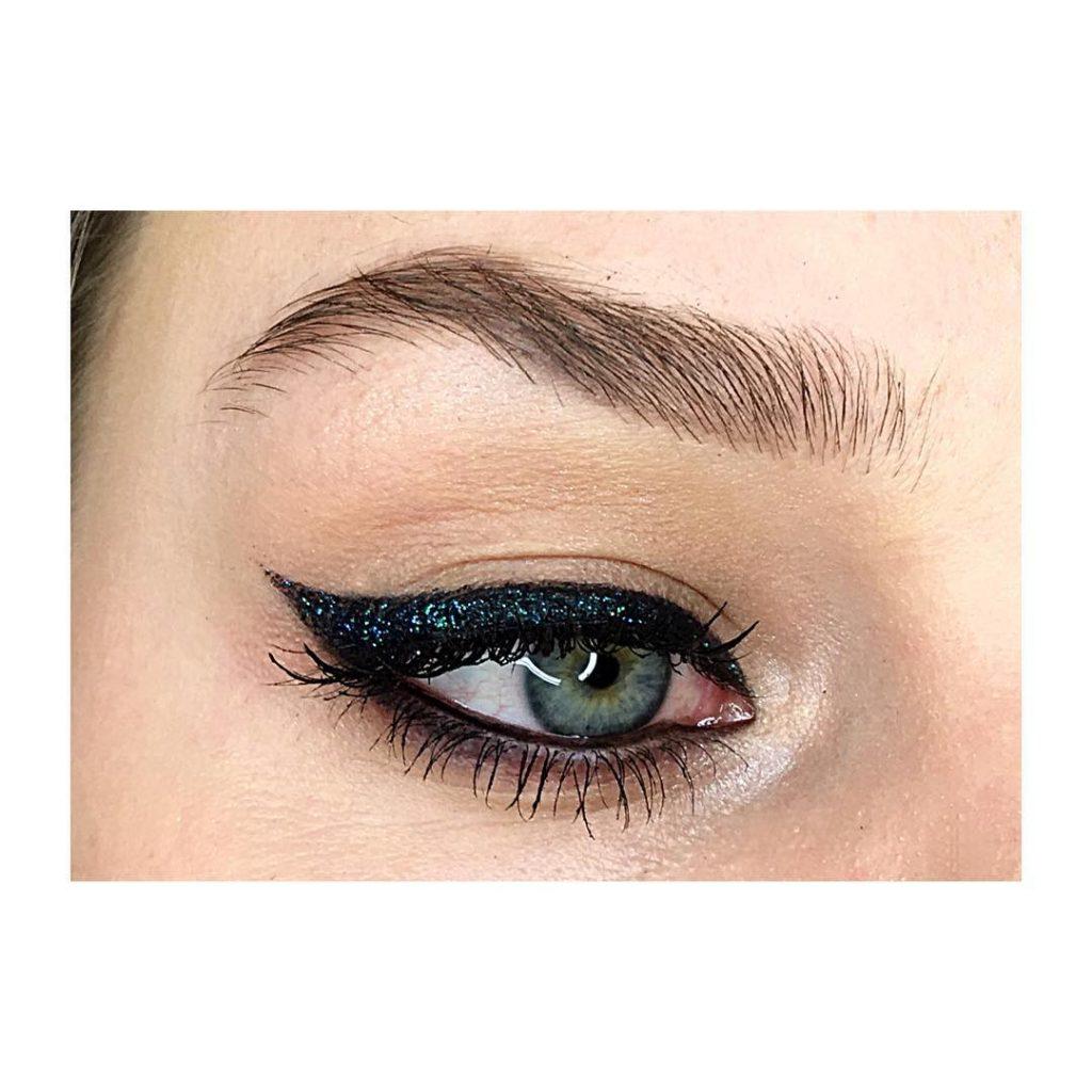 Dari Soft Sampai Maksimal, Ini Inspirasi Glitter Eyeliner untuk Kamu Coba