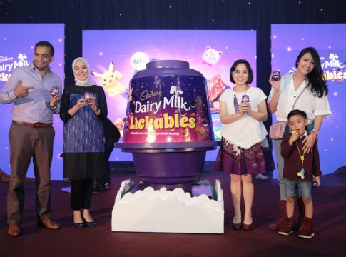 Keceriaan di Peluncuran Cadbury Dairy Milk Lickables