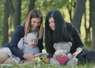 Perhatian Sahabatmu Tersita Bayi Barunya? Ini 5 Cara Tetap Dekat Dengan Sahabatmu
