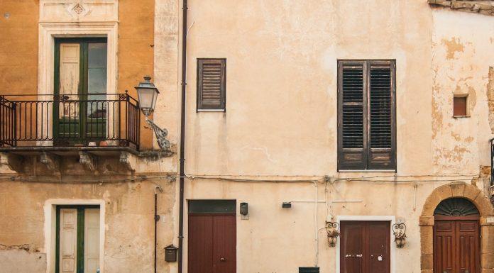 Rumah-Rumah di Kota Sambuca di Italia Ini Dijual dengan Harga €1 Aja!