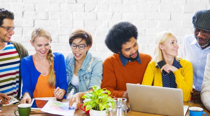 Tips Menjalin Pertemanan di Dunia Kerja