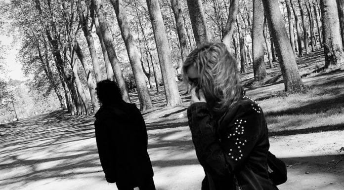 5 Tanda saat Pasangan Melakukan 'Ghosting' pada Dirimu