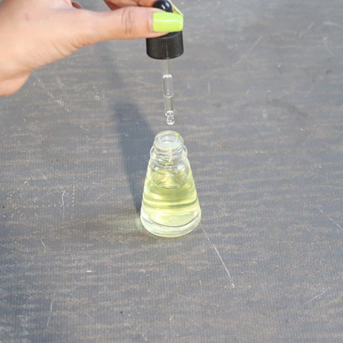 DIY Face Oil Antipenuaan Hanya dengan 3 Bahan!