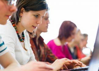 Bukan WhatsApp, Bukan Line, Ini Dia Aplikasi Chat Kegemaran Para Remaja