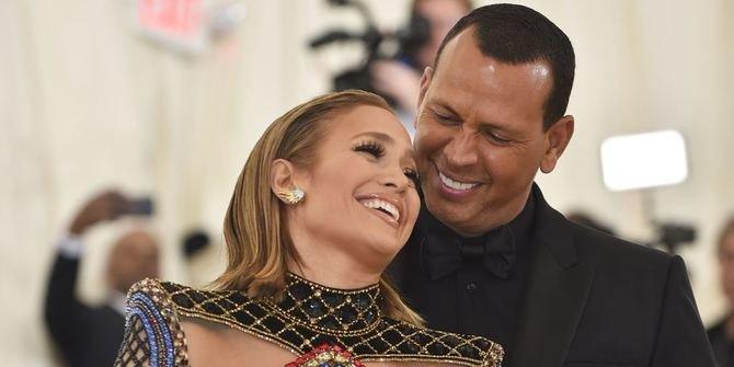 Pamer Cincin Berlian Fantastis, Jennifer Lopez dan Alex Rodriguez Resmi Bertunangan