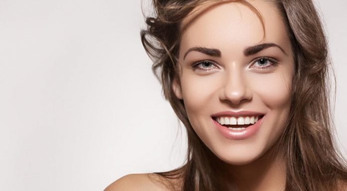 5 Cara Terbaik untuk Memutihkan Gigi, Berdasarkan Dentist!