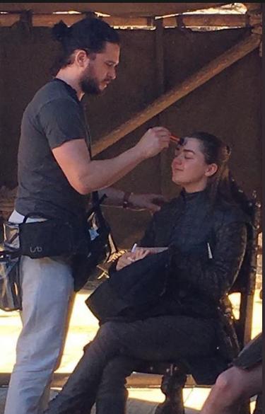 Dari Balik Layar Game Of Thrones: Kit Harington Menjadi Penata Rias Maisie Williams?